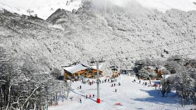 AUDIO: Cerro Castor recibe a los amantes del esquí y el patinaje