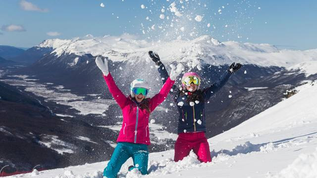 FOTO: Cerro Castor recibe a los amantes del esquí y el patinaje