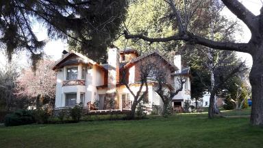AUDIO: Cabañas Villa Huinid, refugio para la familia en Bariloche