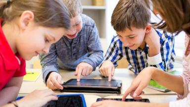 AUDIO: Los líderes digitales les prohíben las pantallas a sus hijos