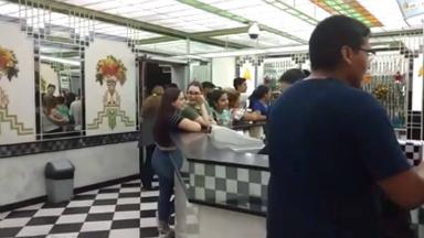 AUDIO: Una heladería festejó su aniversario con regalos a clientes