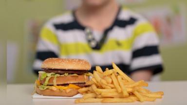AUDIO: La mitad de los chicos termina la escuela con sobrepeso