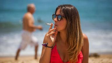 AUDIO: Proponen multar con 200 atados a quienes fumen en la playa