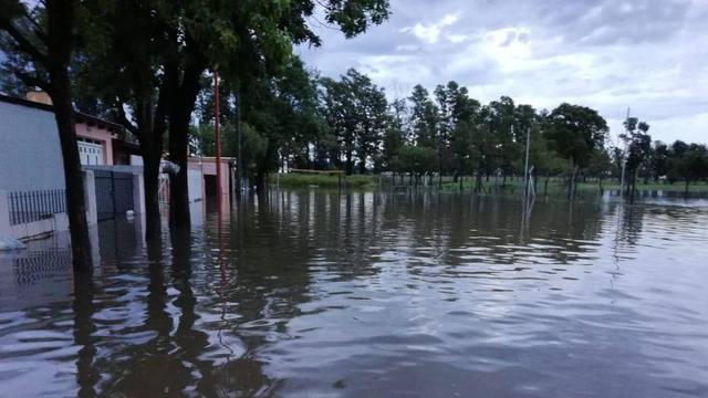 FOTO: Aún quedan 30 evacuados por inundaciones en Leones