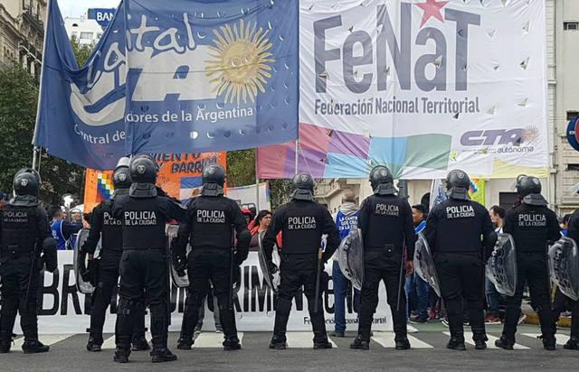 FOTO: Disturbios en la protesta frente a Desarrollo Social