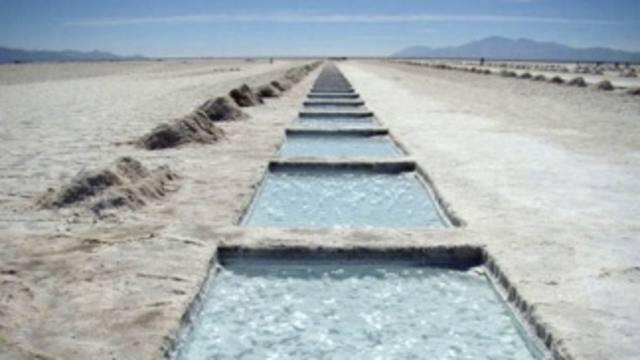 FOTO: En el Salar del Hombre Muerto se extrae litio