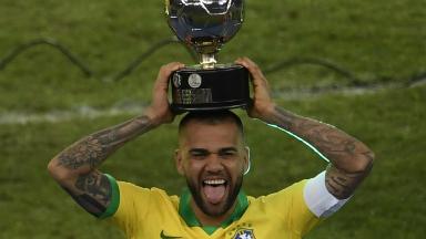 AUDIO: El éxito de Alves es la alegría de vivir