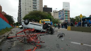 AUDIO: Chocó el guardarraíl y cayó de un puente en Córdoba