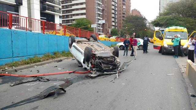 FOTO: Chocó el guardarraíl y cayó de un puente en Córdoba