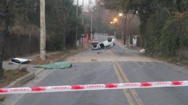 AUDIO: Dos muertos y un herido grave en un vuelco en Villa Alllende
