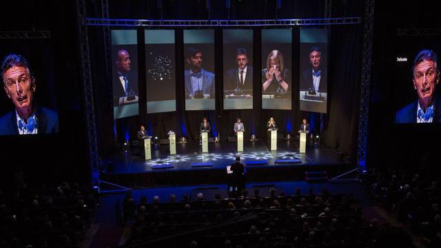 FOTO: Avanza el primer debate organizado por la Comisión Electoral