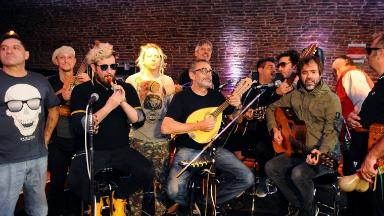 AUDIO: Homenaje a Los Auténticos Decadentes en Los Premios Carlos