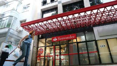 AUDIO: Banco Santander anunció 3.700 despidos en España
