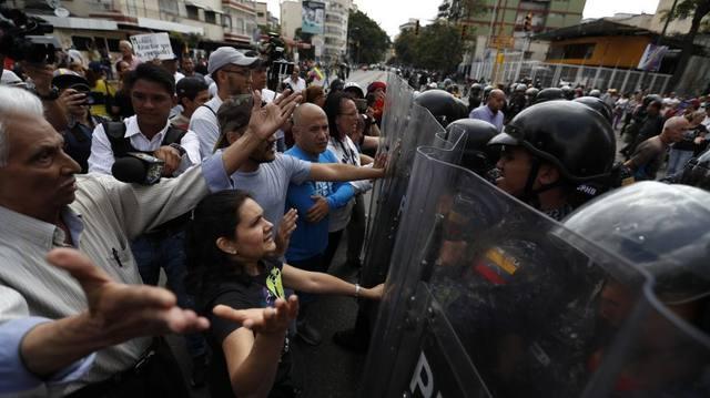 FOTO: Ya son dos los muertos por las protestas contra Maduro