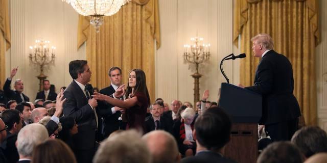 FOTO: La Casa Blanca retiró la credencial al periodista de CNN