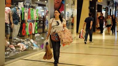 AUDIO: Las ventas en shoppings caen 22,9% y en supermercados 12,6%