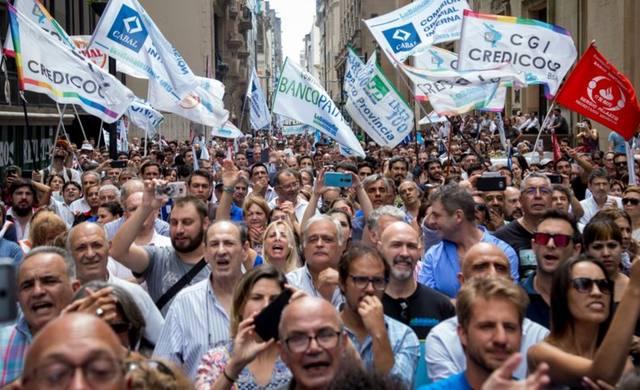 FOTO: Los bancarios se sumarán al paro del 30 de abril