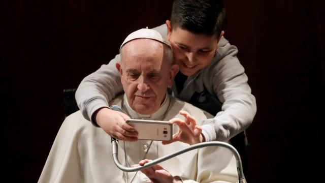 FOTO: El Papa pide liberarse de