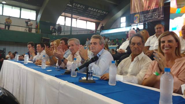 FOTO: El PJ convocó a la unidad a Massa y a gobernadores