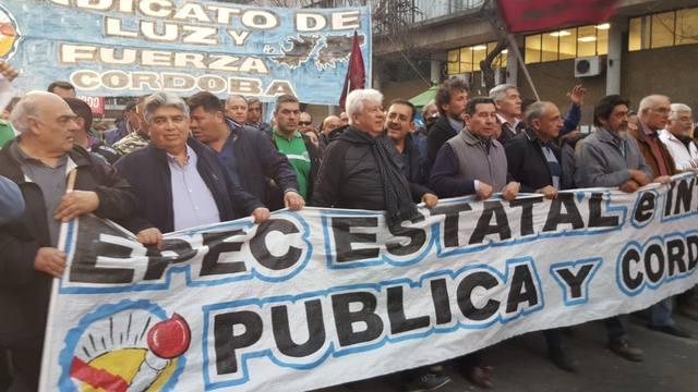 FOTO: Trabajadores de Luz y Fuerza, movilizados en el centro.