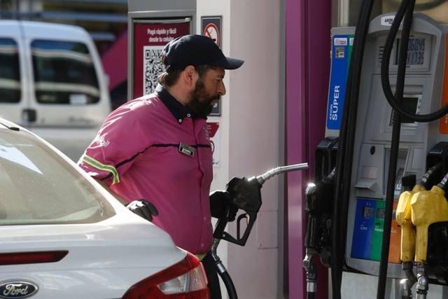 FOTO: Axion Energy baja hasta 1,5% el precio de sus combustibles
