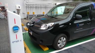 AUDIO: Inauguran el primer surtidor para autos eléctricos del país