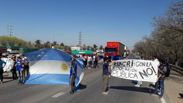 FOTO: Protesta de ATE y CTA por la visita de Macri al sur cordobés