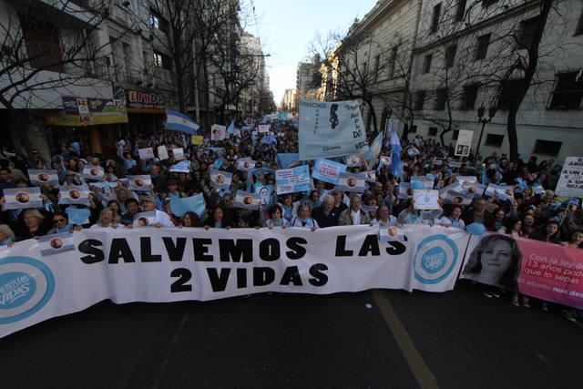 FOTO: Miles de personas marcharon contra el aborto en Córdoba.