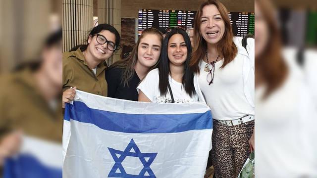 FOTO: Demoraron a Lizy Tagliani en el aeropuerto de Israel