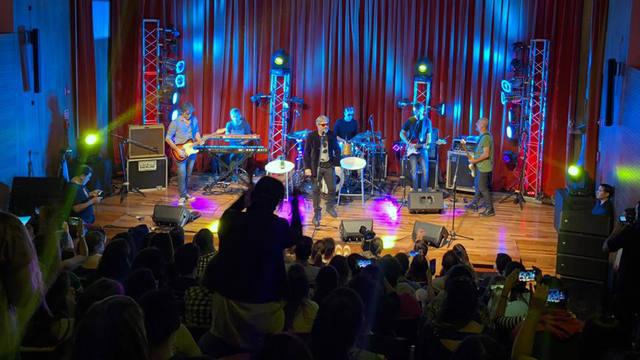 FOTO: FM Córdoba presentó a Estelares en Casa Naranja
