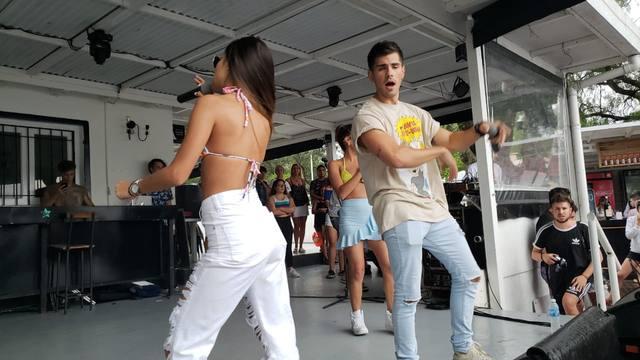 FOTO: Rombai puso a bailar a todo el parador de FM Córdoba