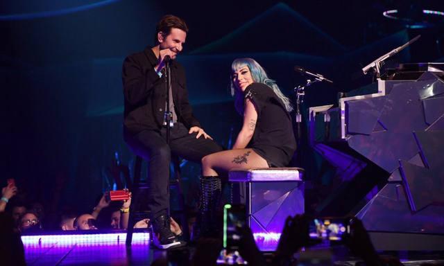 FOTO: Bradley Cooper y Lady Gaga cantaron juntos en Las Vegas