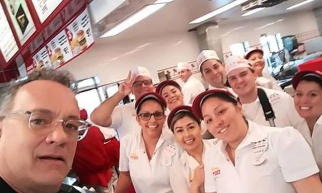 FOTO: Tom Hanks pagó el almuerzo a los clientes de un restaurante