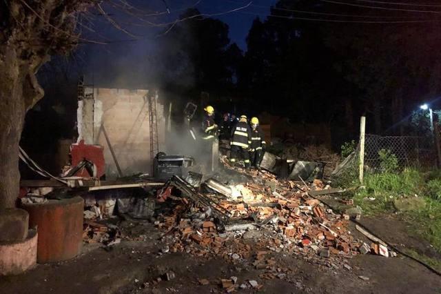 FOTO: Murieron cinco hermanitos al incendiarse su casa en Pilar
