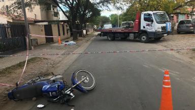 AUDIO: Motociclista murió al chocar contra una grúa que retrocedía