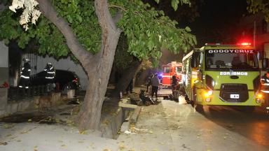 AUDIO: Una niña está muy grave tras un incendio en Godoy Cruz