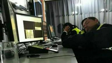 AUDIO: Apartaron a 17 policías por dormir en un centro de monitoreo