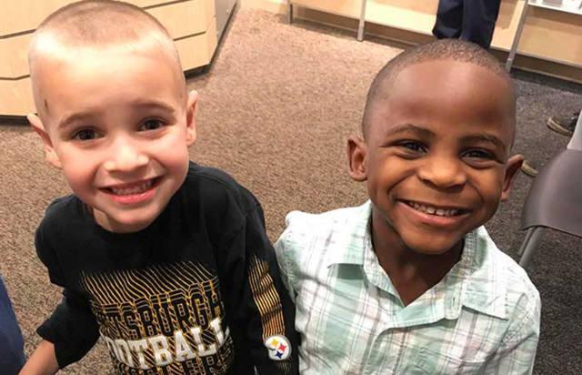 FOTO: Dos niños se cortaron el pelo para confundir a su maestra