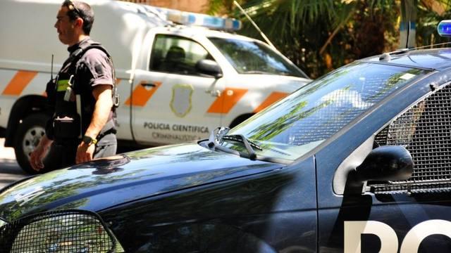 FOTO: Una mujer fue asesinada a puñaladas y detuvieron a su marido