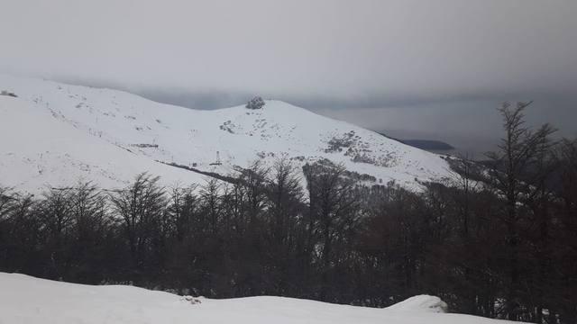 FOTO: Aluvión de turistas a una blanca Bariloche