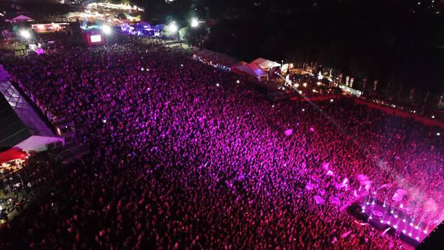 FOTO: 60 mil personas vibraron en la primera noche de Cosquín Rock