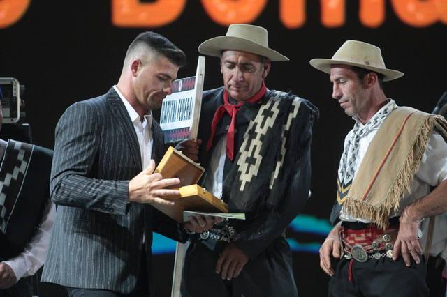 FOTO: Ganadores con sus premios