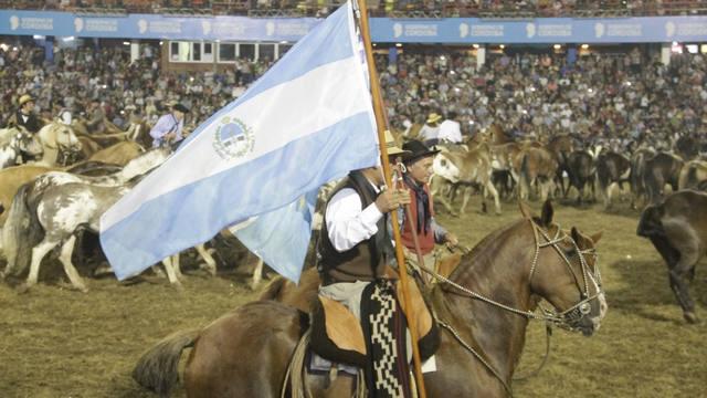 FOTO: Tropillas entabladas en el Festival de Doma y Folclore