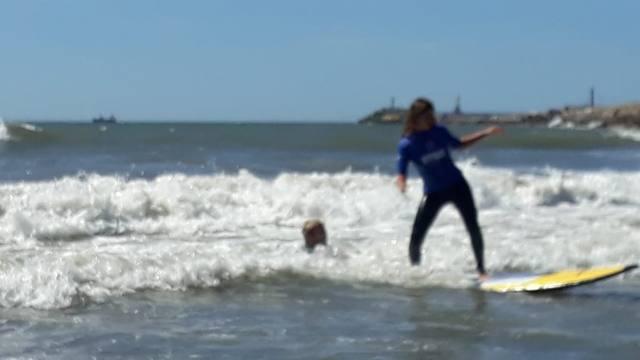 FOTO: Clase de surf con el bicampeón mundial Lele Usuna