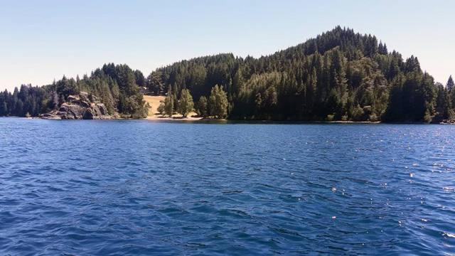 FOTO: Pesca deportiva en el lago Nahuel Huapi