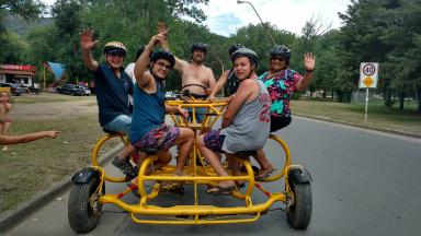 AUDIO: Orlando y los turistas subieron a una bici para 7 personas