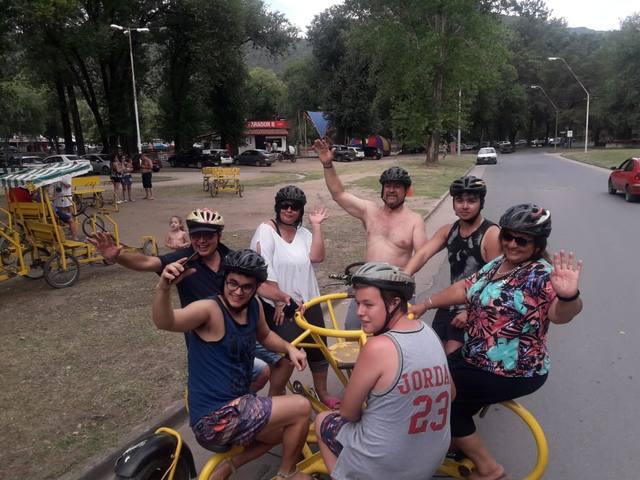 FOTO: Orlando y los turistas subieron a una bici para 7 personas