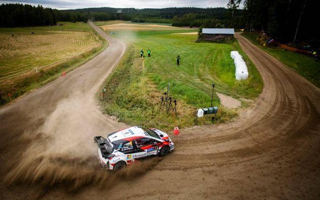 FOTO: Mikkelsen se impuso en el duelo por 4° con Ogier y Breen