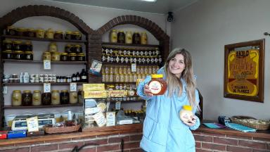 AUDIO: Fabrican miel en Sierra de los Padres y la exportan a Europa