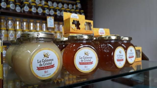 FOTO: Cosechan miel en Sierra de los Padres y la exportan a Europa